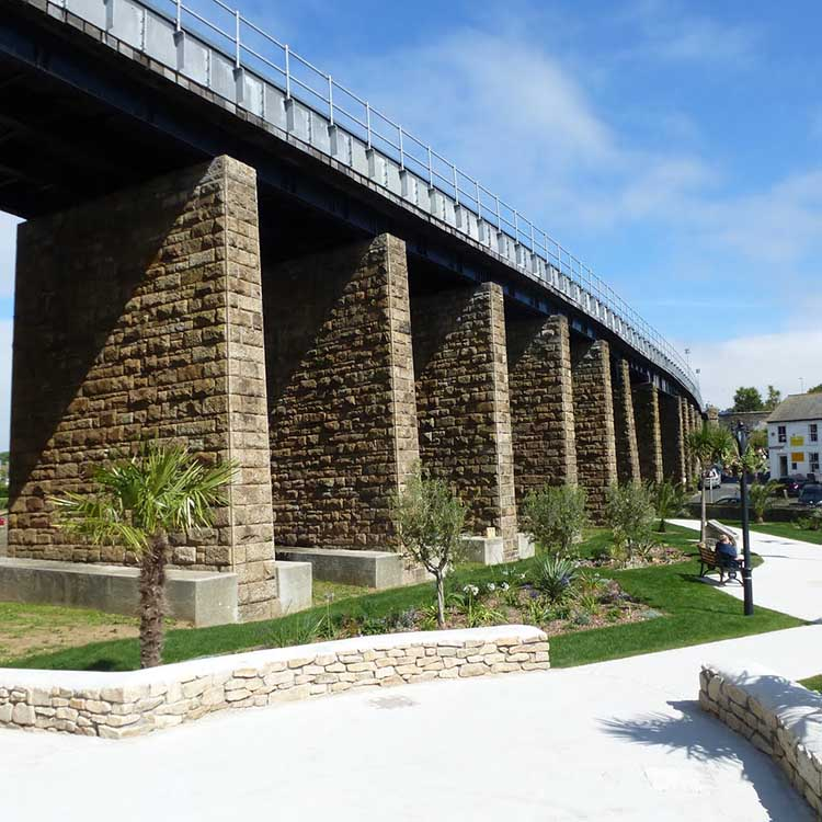 [Hayle - Viaduct with Garden]