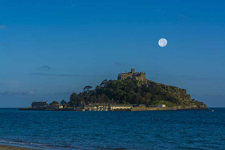 [Marazion, Cornwall - Dusk at St Michael's Mount with Moon]