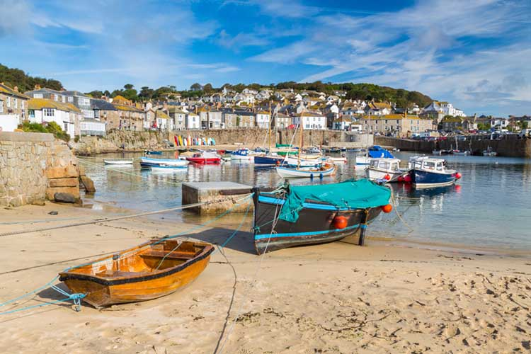 [Mousehole - Boats on the Beach]
