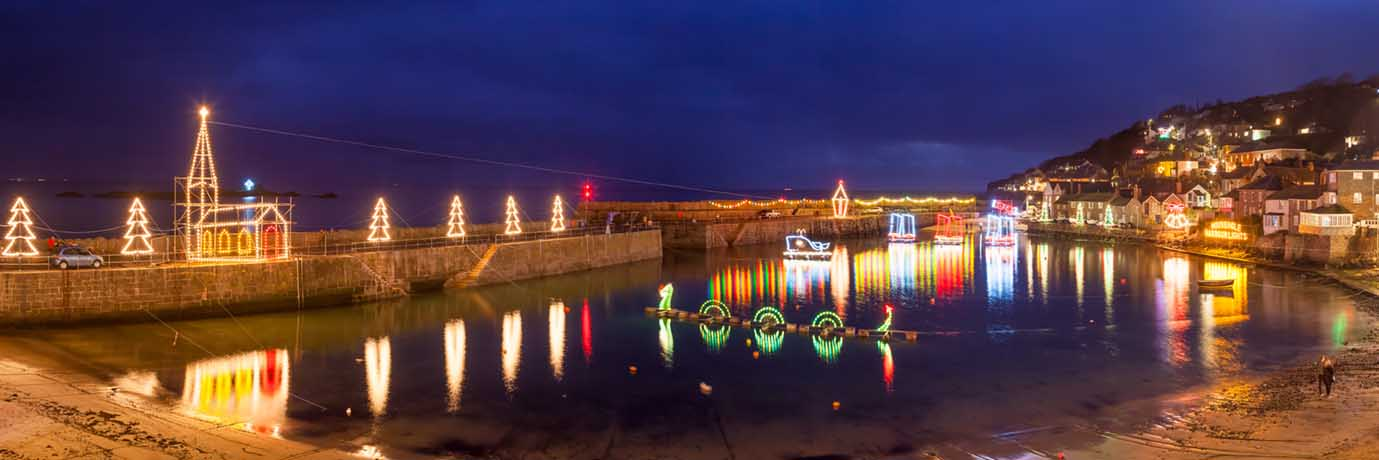 [Mousehole Xmas Lights Panorama]
