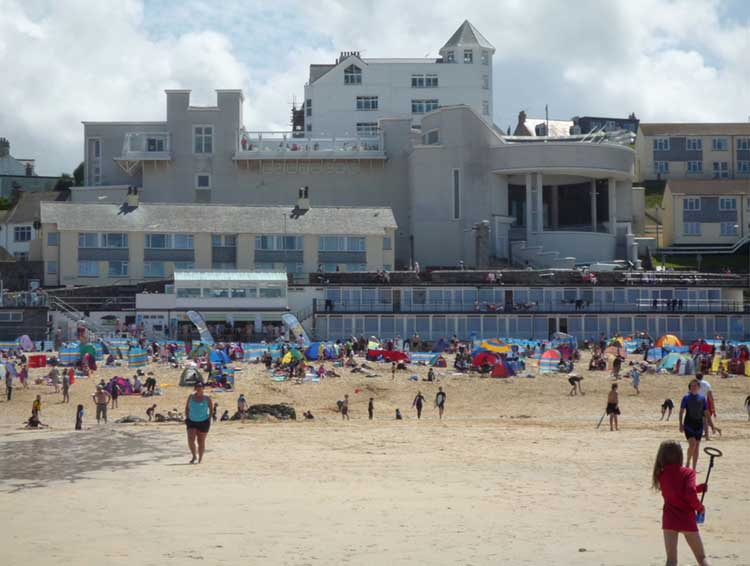 [St Ives - Porthmeor Beach with the Tate Gallery]